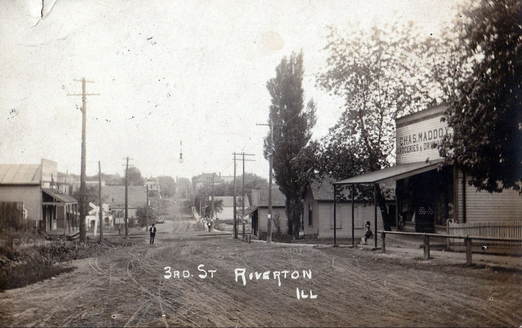 Third Street in Riverton, 1910 (all photos courtesy Sangamon Valley Collection)