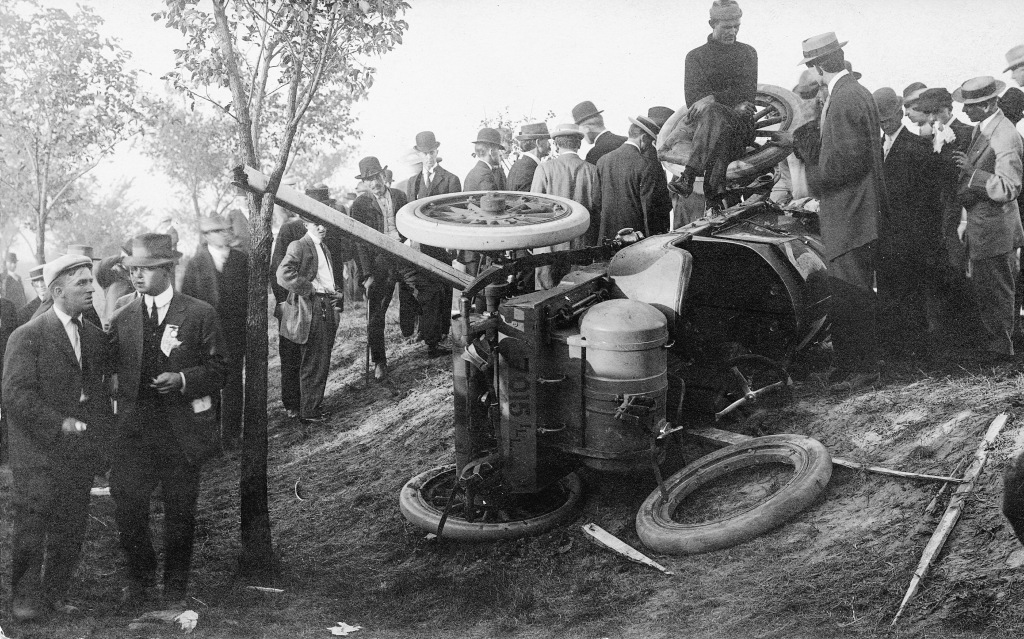 Overturned Vredenburgh race car (Sangamon Valley Collection)
