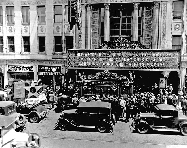 Crowd outside the Orpheum in 1927 (Sangamon Valley Collection)