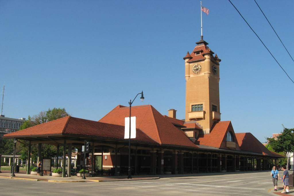 Union Station in 2013 (SCHS photo); below, 1901 Illinois Central Railroad advertisement