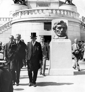 President Herbert Hoover at the Lincoln Tomb. Gov. Louis Emmerson in top hat. (Hoover Archives)