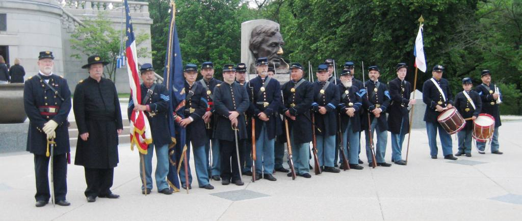 The reactivated 114th Infantry, in a ceremony at Lincoln's Tomb. (SCHS)