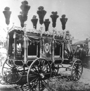 The hearse owned by Jesse Arnott of St. Louis, which the city of St. Louis loaned to Springfield for Lincoln's funeral (SVC)