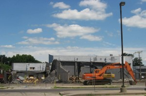 Esquire being demolished, July 2015 (SCHS)