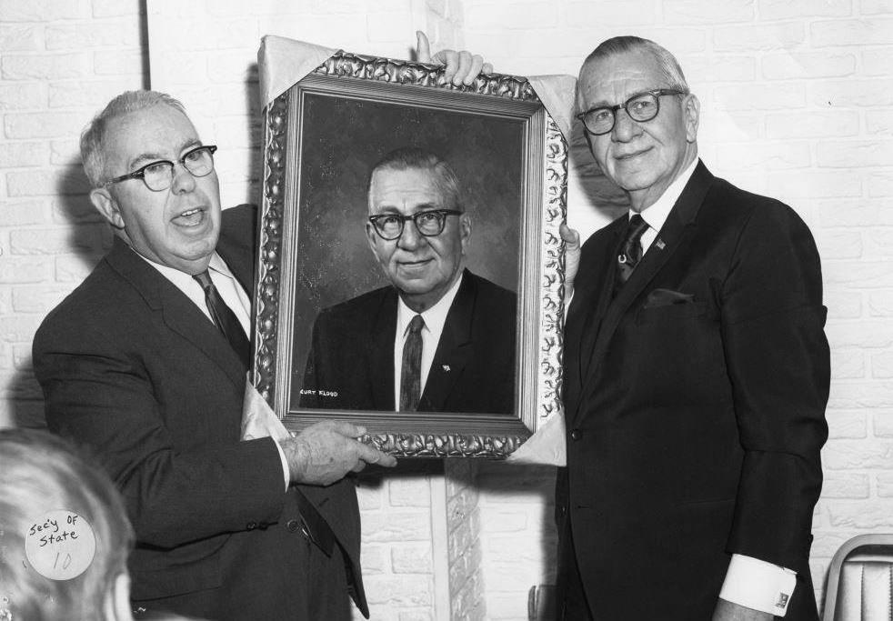 "Springfield businessman J.R. ""Bud"" Fitzpatrick presents Secretary of State Paul Powell with a portrait. (Sangamon Valley Collection)"