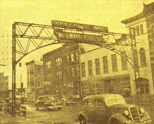 The former Chicago & Alton railroad arch, Third and Jefferson streets, just prior to removal in 1942 (SVC)