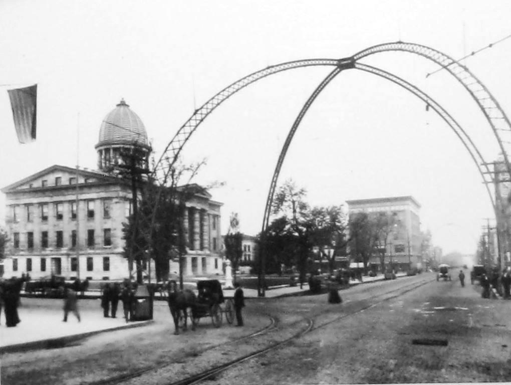 Steel arches, Fifth and Adams streets, early 1900s (Sangamon Valley Collection)