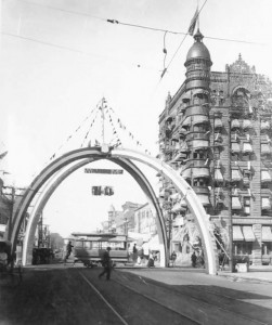 Wooden arches, Fifth and Washington streets, 1897 (SVC)