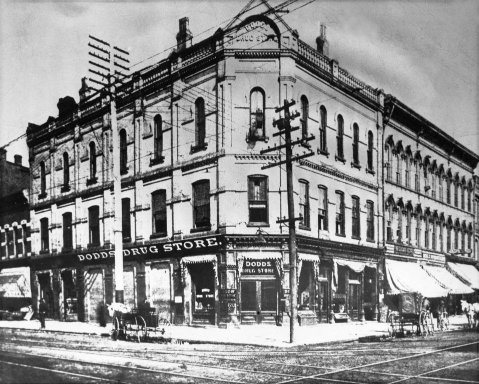 Dodds' Drug Store, undated. Note the streetcar tracks crossing the intersection (Sangamon Valley Collection)