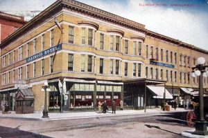 Postcard shows the Illinois Hotel in 1914