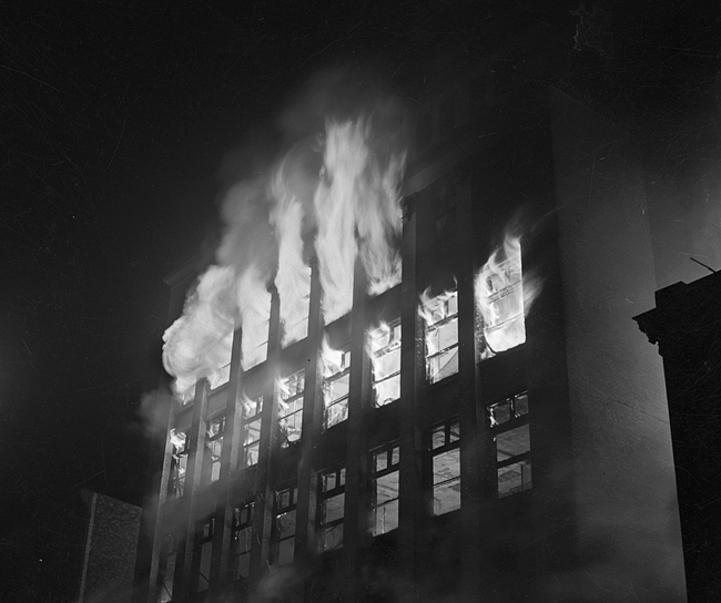 Flames consume the John Bressmer department store building, 612 E. Adams St., on May 2, 1948 (Sangamon Valley Collection)