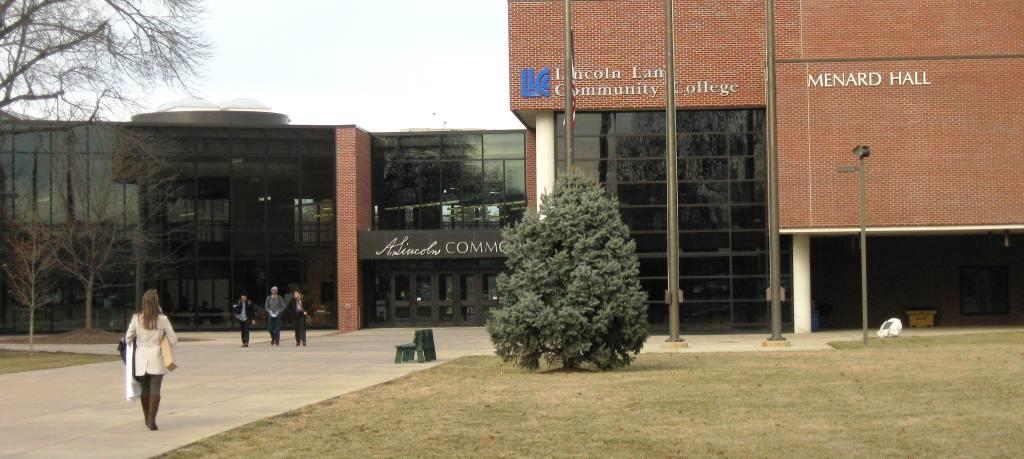 Menard Hall, with its A. Lincoln Commons, is at the center of LLCC's campus. (SCHS photo)