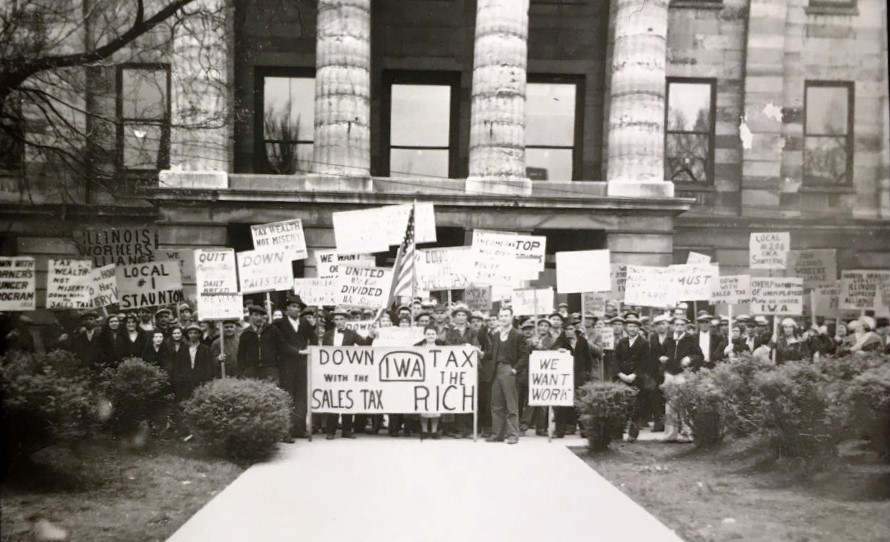 A demonstration by the socialist Illinois Workers Alliance at the state Capitol, probably mid-1930s. (Sangamon Valley Collection)
