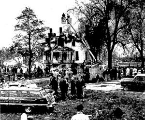 "About 300 spectators hoped to see ""the Old Gray Lady"" destroyed by a giant blaze. They were disappointed. (Courtesy State Journal-Register)"