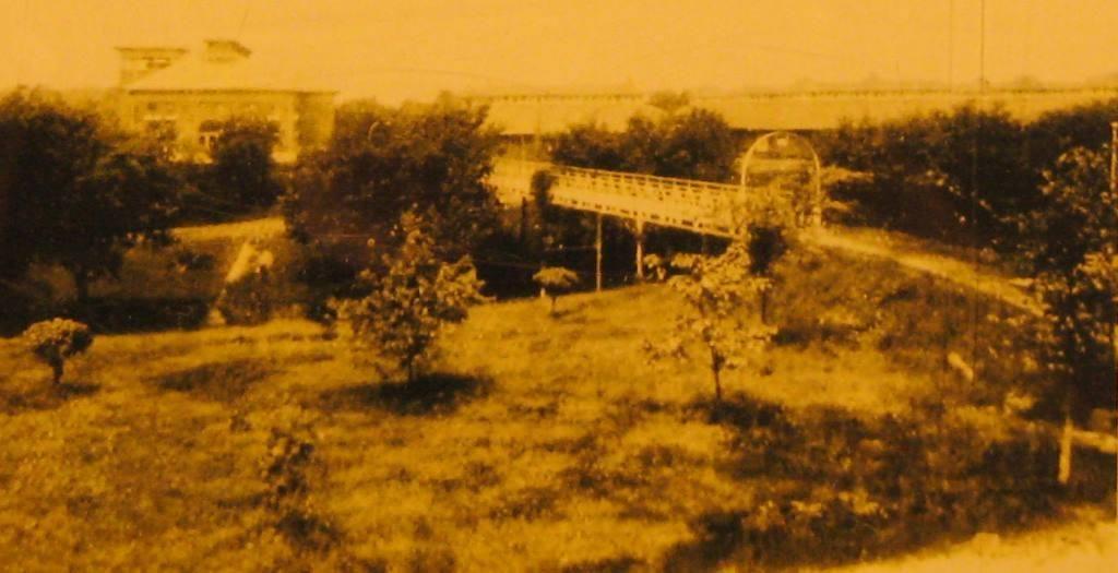 Haskell Viaduct with Poultry Building in background (undated photo, Illinois State Fair Museum)